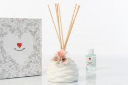 Profumatore bombato sablè con fiore rosa, simply white